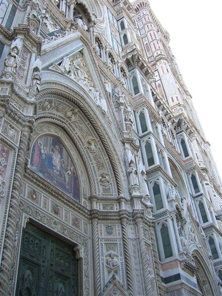 聖母百花教堂-繁複的雕刻.JPG