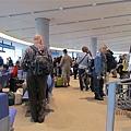 東京轉美國中部的登機盛況...有夠多人!我等了快20分鐘才能上機..