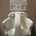 日本東京成田機場女廁內的嬰兒坐椅