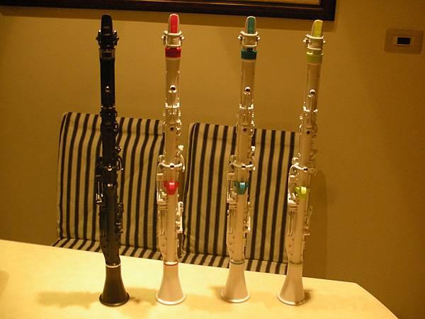 clarineo(兒童單簧管)四種顏色背面照