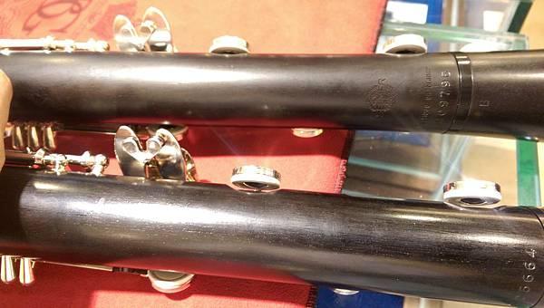 8.兩款皆在下管最下面幾個音孔皮墊換成增加金屬反射板(類似Flute,Saxophone)提升聲音共鳴(算是目前Selmer Clarinet特色之一).jpg