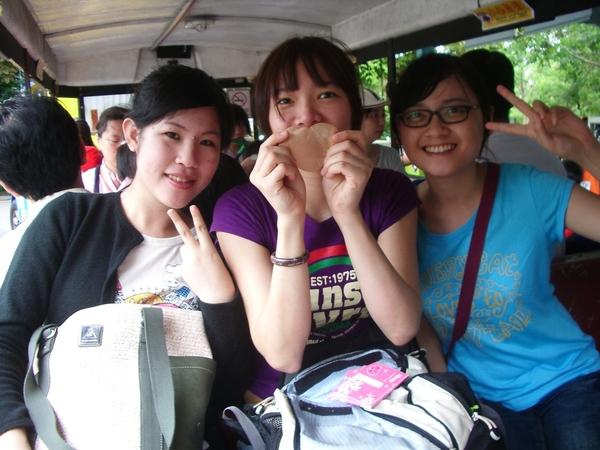 我們在泰國的三攀象園遊園車上(假鬼)