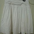 白色及膝裙