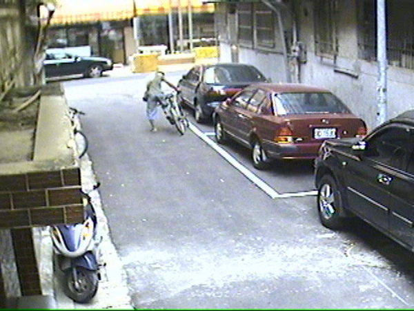 偷車 (9).jpg