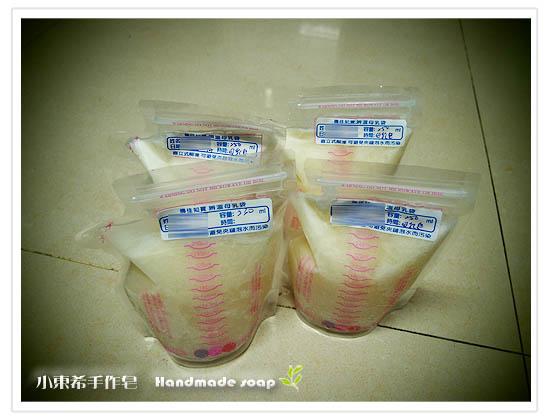 母乳含袋總重約:1000g