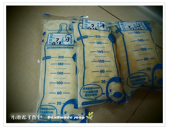 母乳含袋總重約:660g