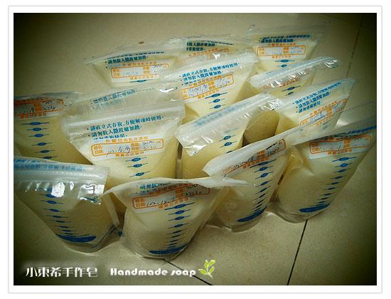 母乳含袋總重約:2790G