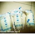 母乳含袋總重約:630G