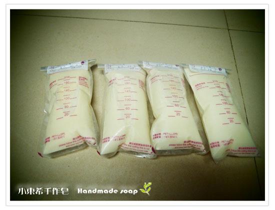 母乳含袋總重約:1036G