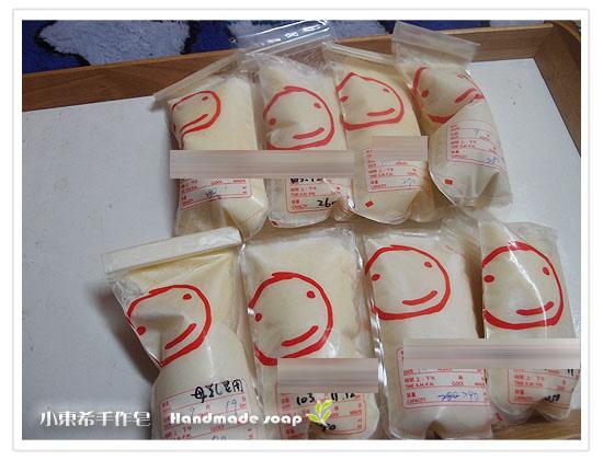 母乳含袋總重約:2100G