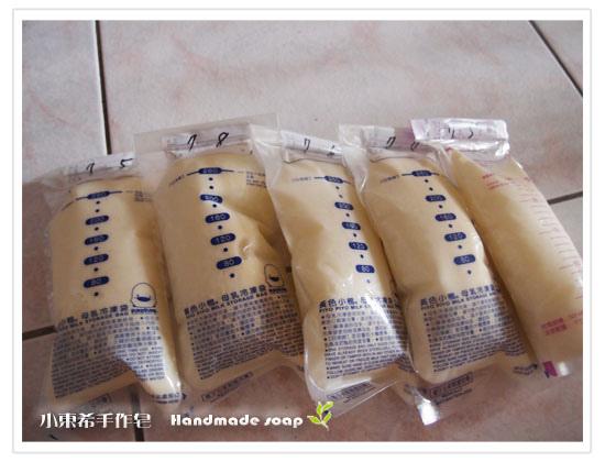 母乳含袋總重約:1370G