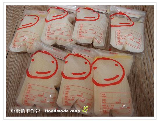 母乳含袋總重約:900G
