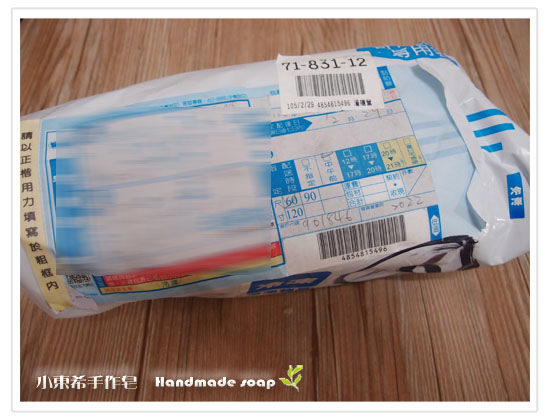 母乳含袋總重約:460G