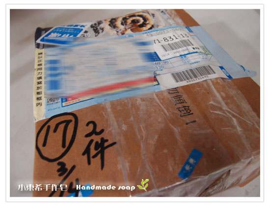 母乳含袋總重約:800G