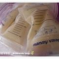 母乳含袋總重約:677G