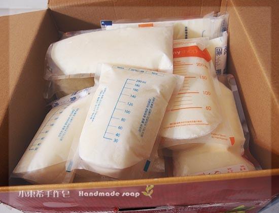 母乳含袋總重約:3810G