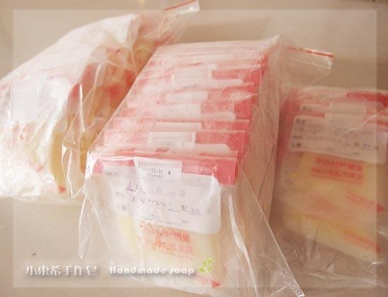 母乳含袋總重約:1550G