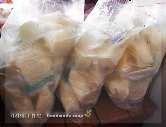 母乳含袋總重約:10公斤