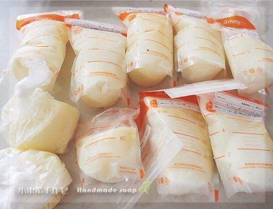 母乳含袋總重約:1652G