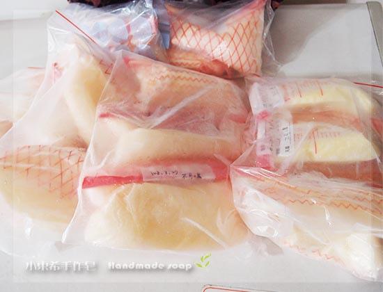 母乳含袋總重約:4075g