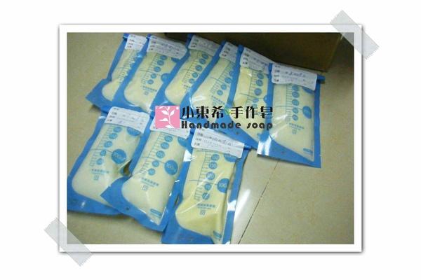 母乳冰棒含袋總重約:1330g