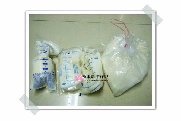母乳冰棒含袋總重約:1390g