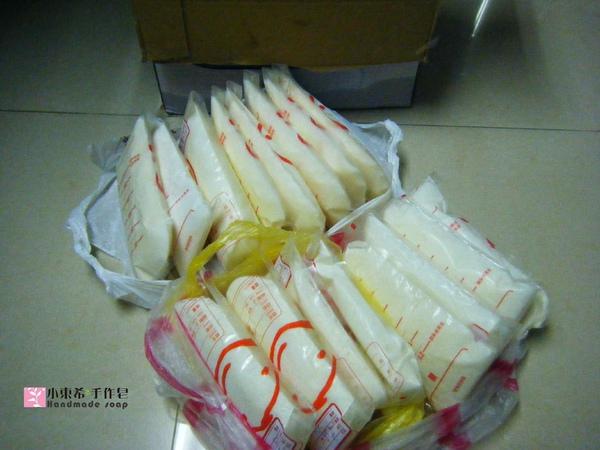 母乳冰棒16包總重3340g