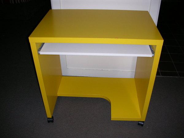 黃色小書桌一張AUD$20