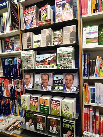一堆德文足球書