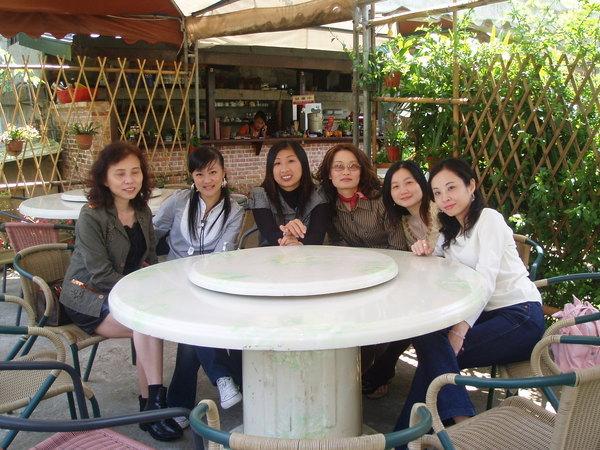 午餐~公司內的女生和大嫂合照