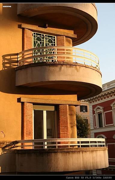 第一章旅館外對街露台