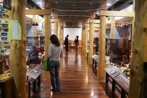 林田山的展示館還需要脫鞋子才能進去,不過也是需要這麼做,才能用自己的雙腳感覺到木材地板的溫潤。