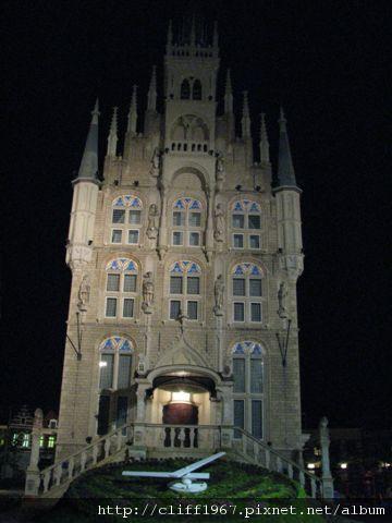 裝飾玻璃博物館(仿荷蘭高達市政廳)