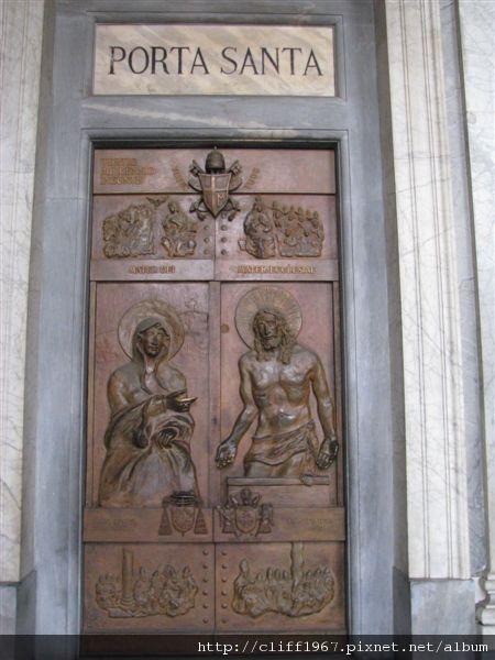 白雪聖母堂聖門