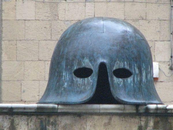 巨大的頭盔