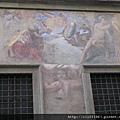 聖十字廣場附近的房舍壁畫