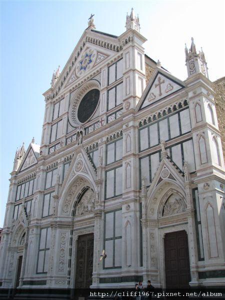 聖十字教堂正立面