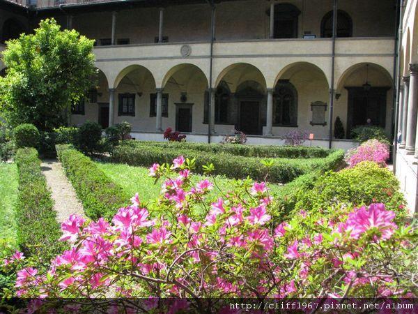 聖羅倫佐教堂中庭