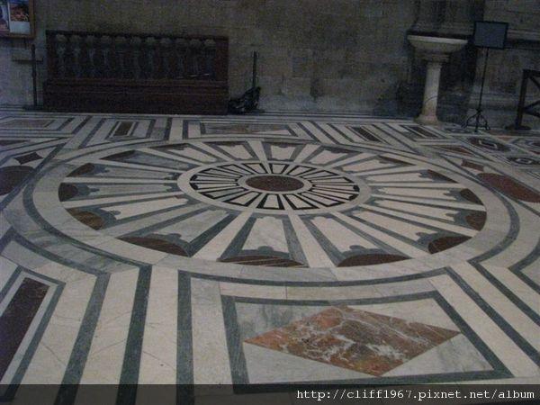 聖母百花大主教教堂拼花地板
