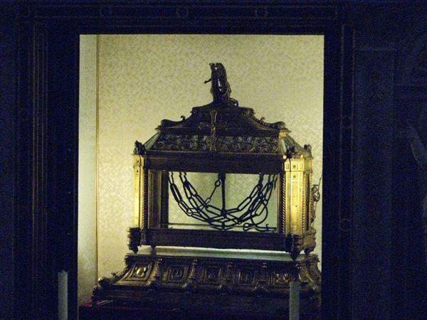 聖彼得鐵鍊教堂的鐵鍊(傳說中的聖彼得殉教前被囚所綁的腳鍊)
