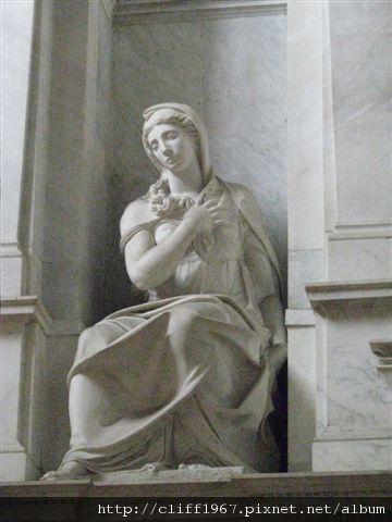 聖彼得鐵鍊教堂中米開朗基羅雕刻作品