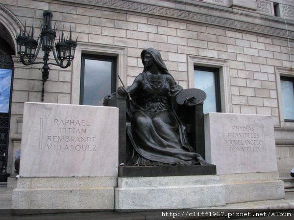 波士頓圖書館入口雕像(這位女神象徵藝術)
