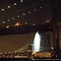 布魯克林大橋與紐約瀑布