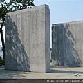 東岸紀念碑
