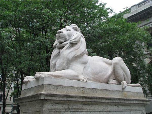 紐約公眾圖書館象徵石獅子