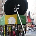 時裝區--針與鈕釦雕塑