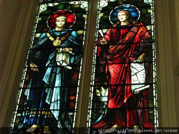 三一及聖菲利普大主教教堂內部彩繪玻璃