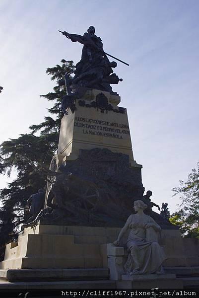 尤金娜王后廣場上的戰爭紀念碑