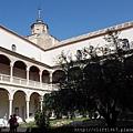 聖十字博物館--中庭
