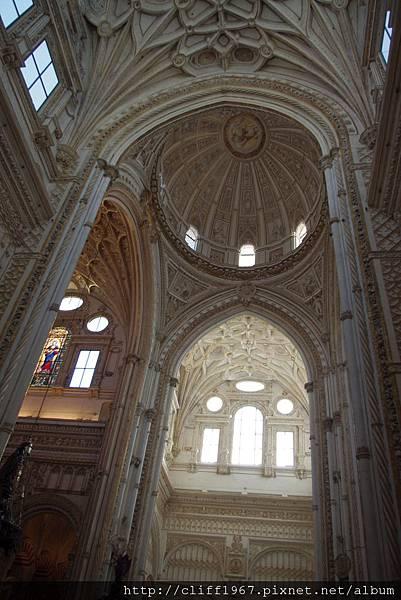 大清真寺被改建成天主教堂的部份